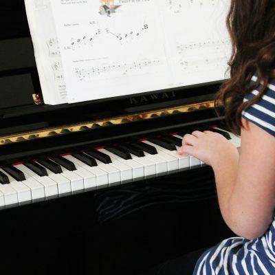 Musica e bambini: perché incentivarli a studiare uno strumento?