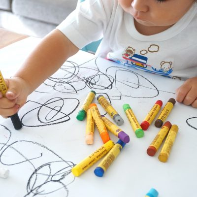Impariamo a colorare e a disegnare con il nostro bambino!