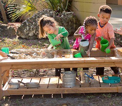 Quali sono i benefici dei giochi d'acqua sui bambini?