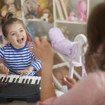 Canzoni per bambini: i benefici del canto per i più piccoli