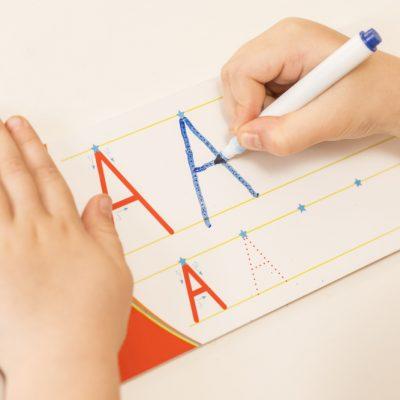 Pregrafismo: metodo Montessori, schede e giochi per avvicinare i bambini alla scrittura