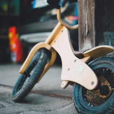 Bicicletta per bambini: con le rotelle o senza pedali?