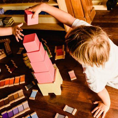 Montessori: attività per lo sviluppo del bambino