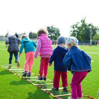 Giochi da fare a distanza, all'aperto e ai centri estivi