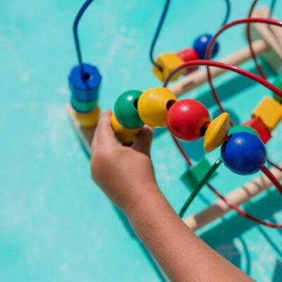 Motricità fine: cos'è, attività e giochi per stimolarla