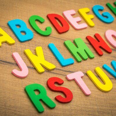 Come imparare le lettere dell'alfabeto giocando